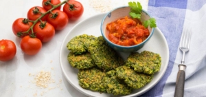 Picknickrezepttitelbild_food-prepping_Zucchini-Puffer_©arianebille